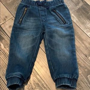 Jeans with pocket zippers